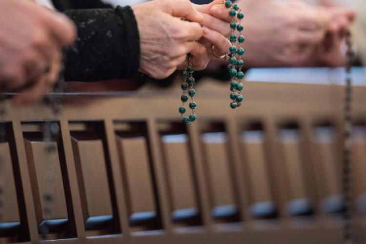 Qual a importância de rezar a Ave Maria?