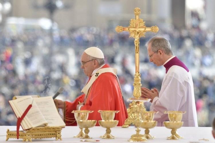 """Angelus: """"Maria nos ajude a viver bem a Semana Santa"""""""