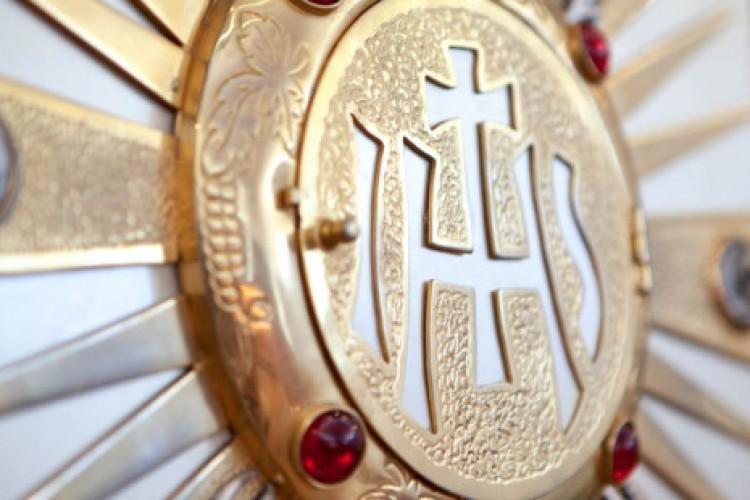 O santo que adorava bater na porta do sacrário